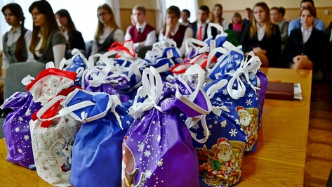 В Грибановском районе лучшим школьникам вручили подарки