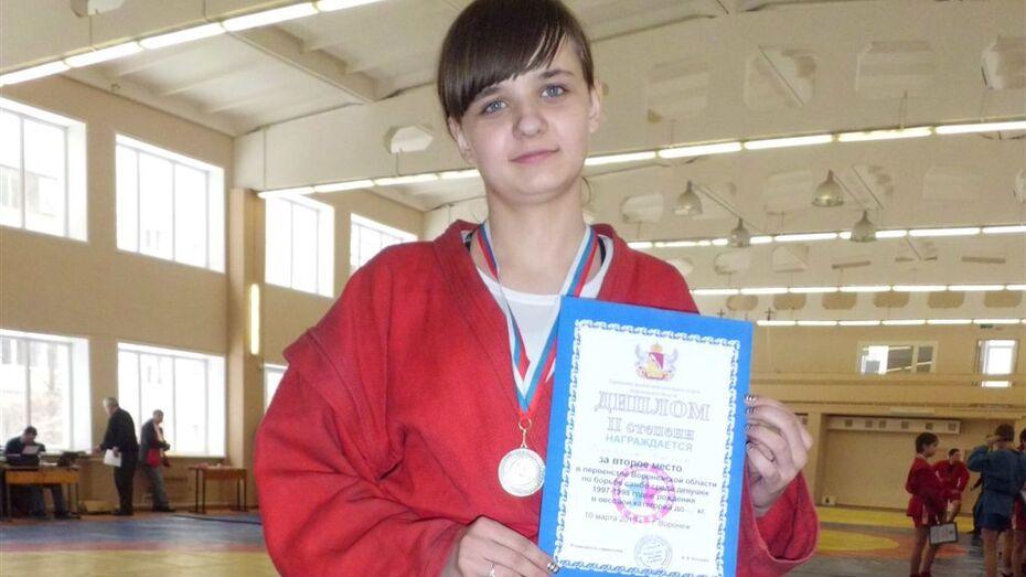15-летняя хохольская спортсменка выиграла первенство области по самбо.