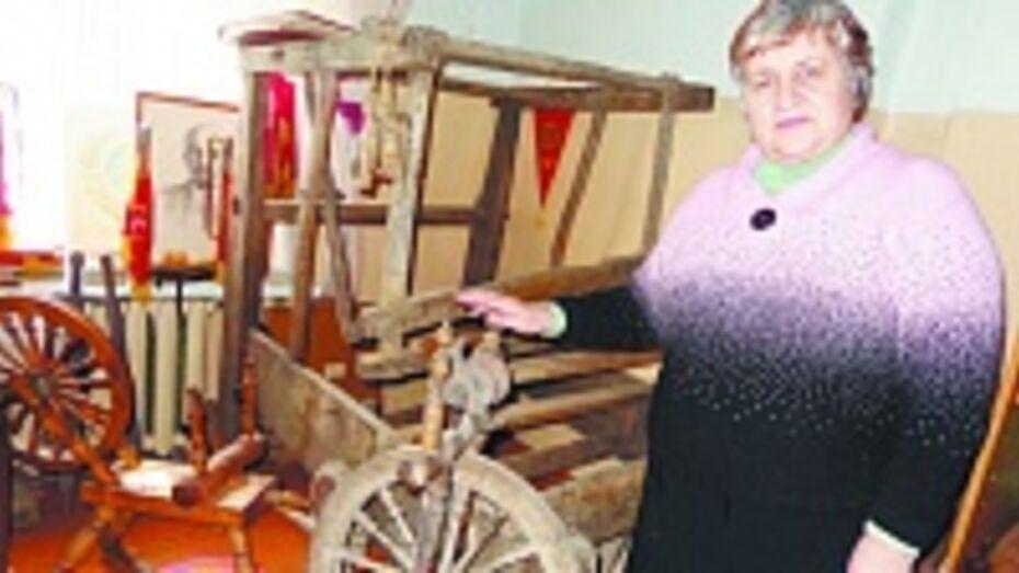 В музее Колбинской школы появился новый экспонат  – ткацкий станок 19 века