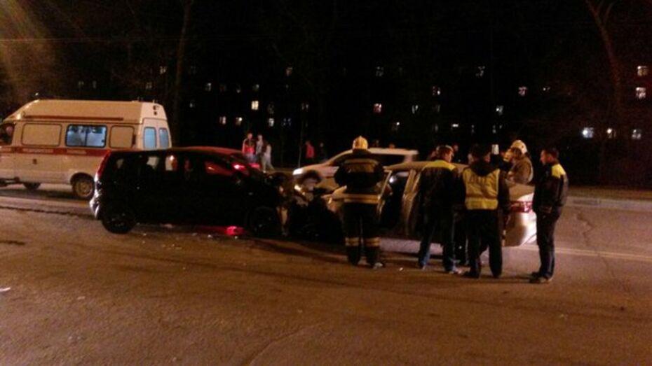 В Воронеже автоледи спровоцировала тройное ДТП с 4 пострадавшими