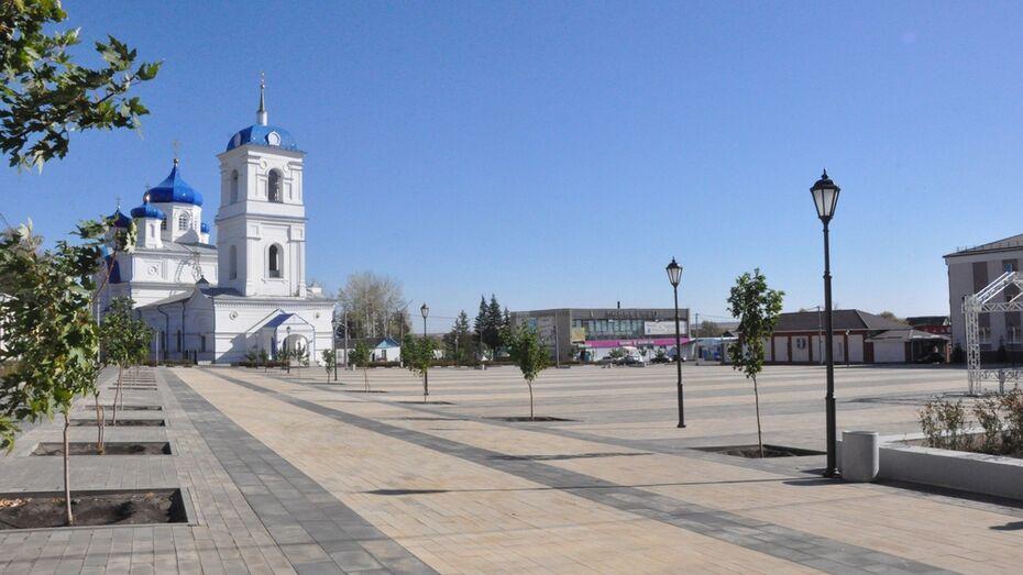 Памятная плитка появилась на площади в Репьевке