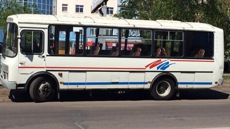 В Воронеже 48-летняя женщина выпала из автобуса
