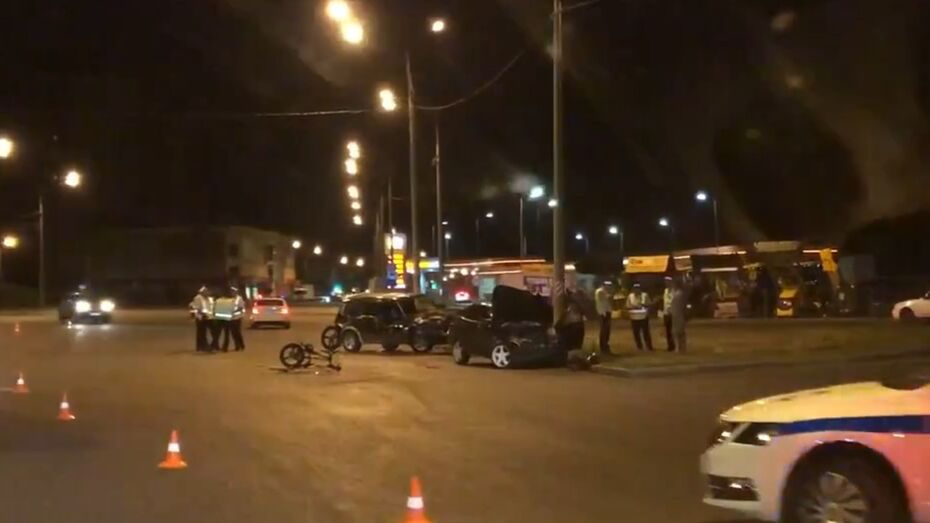 Пострадавшие в ДТП на окружной в Воронеже мать и двое детей попали в нейрохирургию