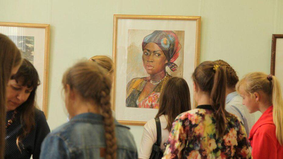 Острогожскому музею заслуженный художник России Олег Ардимасов подарил 30 картин
