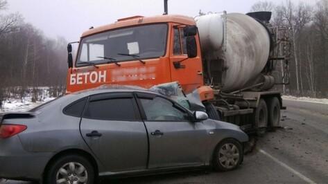 В Воронежской области в ДТП погибли женщина и 2-летняя девочка