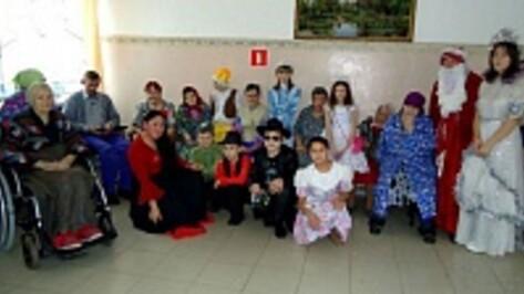 Ученики Верхнемамонской коррекционной школы дали театрализованное представление в доме престарелых