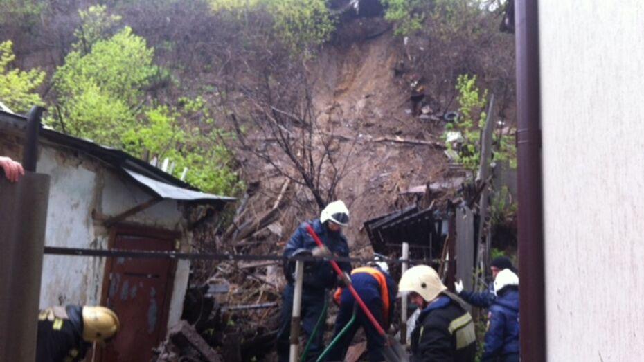 В Ленинском районе Воронежа на частный дом сошел оползень