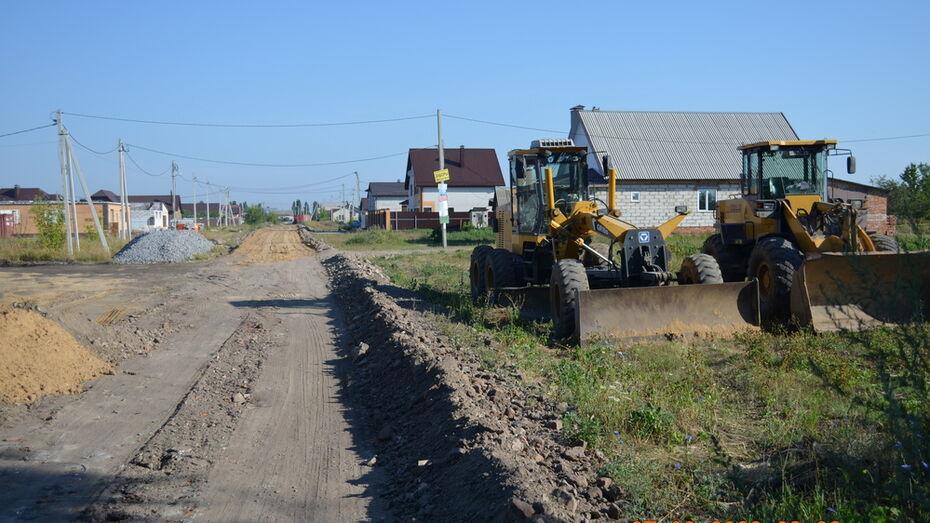 В поселке Новоусманского района на отсыпку грунтовок щебнем направили около 2,5 млн рублей
