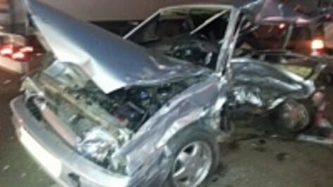 В аварии у воронежской облбольницы серьезно пострадали парни 21 и 24 лет