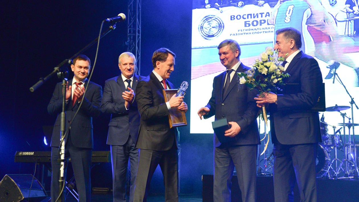 «Родная земля». Экс-губернатор Воронежской области получил премию «Лидер года»