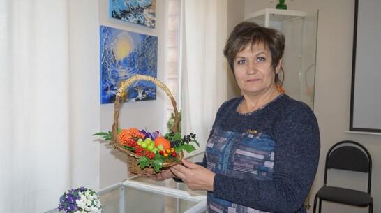 Выставка изделий из холодного фарфора впервые открылась в хохольском музее «Мастера»