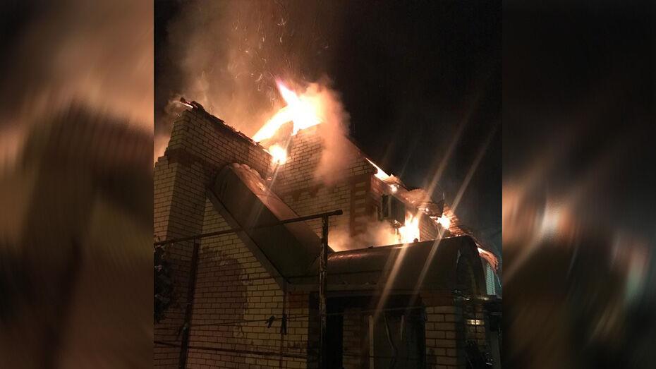 В Лисках при пожаре в 2-этажном доме погибли мужчина и его сожительница