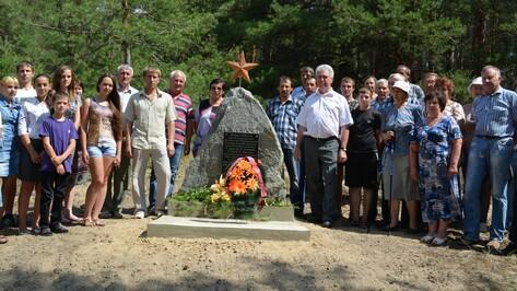 В Петропавловском районе память о героях Гражданской войны увековечили в граните