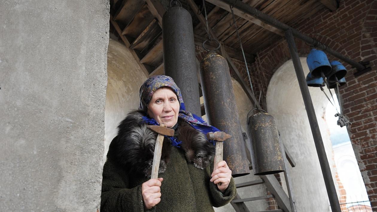 «В церковь никогда не ходила». Как бывшая доярка стала звонарем храма в Воронежской области