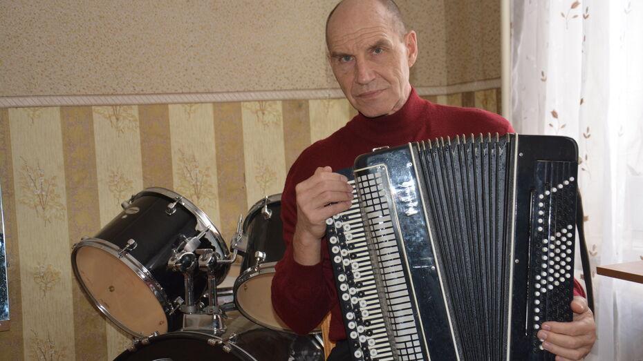 Житель Воронежской области станет выпускником музучилища в 66 лет