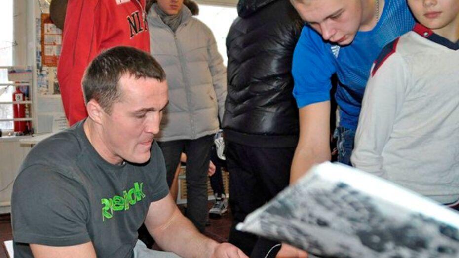 Чемпион мира по боксу  посетил Бутурлиновский район