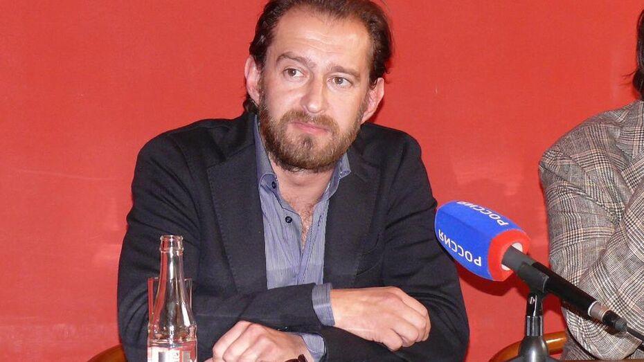Константин Хабенский похвалил воронежских школьников за постановку по Хармсу