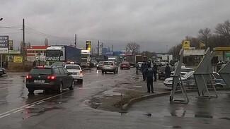 Фуры спровоцировали пробку на платном участке в Воронежской области