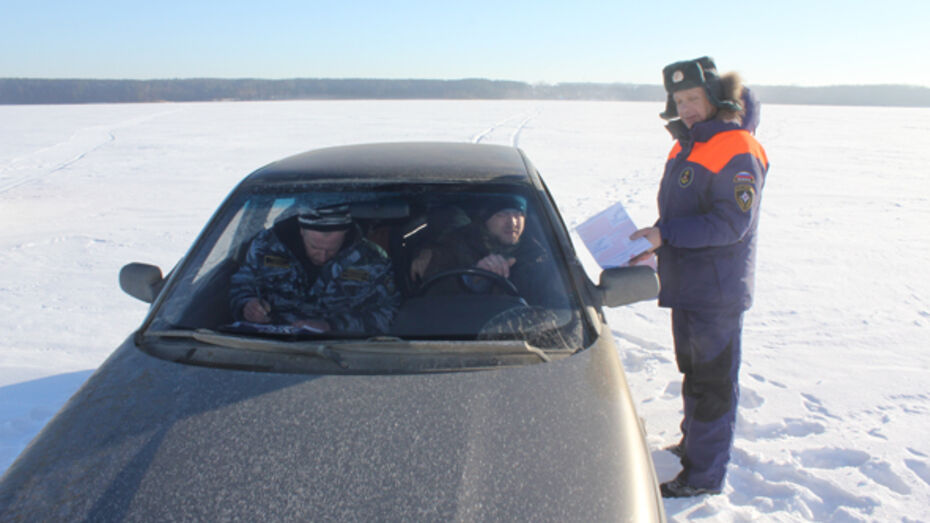 Воронежцу грозит штраф за выезд на легковушке на лед водохранилища