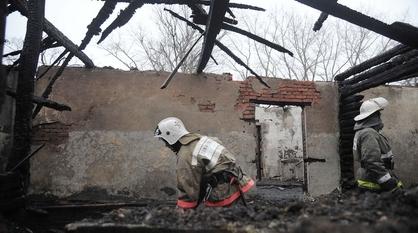 Два тела нашли в сгоревшем ночью доме в Воронеже