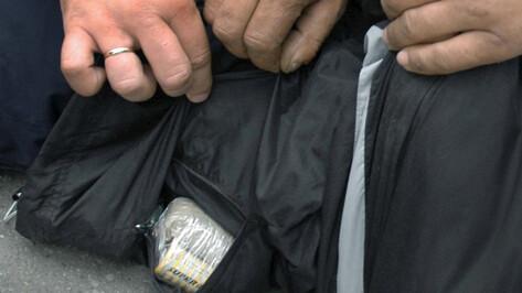 В Воронеже полицейские поймали наркодилеров, искавших героин на М-4