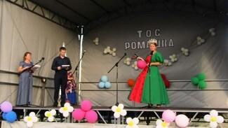 Активисты павловского села Александровка Донская сделали в сквере «Молодежный» летнюю сцену