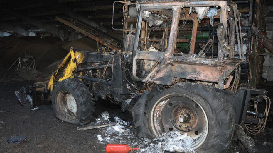 В Богучарском районе сгорел трактор