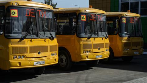 Новая школа под Воронежем получила в подарок 3 автобуса