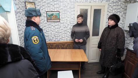 Детский омбудсмен и спасатели проверили дома в воронежском Сомово