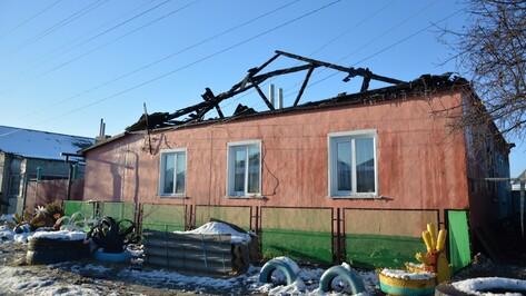 В Острогожске две семьи остались без жилья из-за пожара
