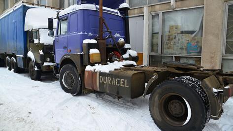 Фура сбила насмерть неизвестного мужчину в Воронежской области