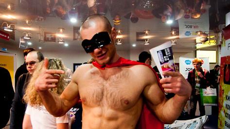 На РИФ-Воронеж между лекциями можно сфотографироваться с Суперменом и потрогать живого питона