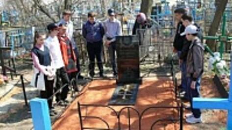 Грибановские школьники взяли шефство над братской могилой