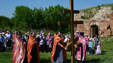 В острогожском селе Верхний Ольшан установили поклонный крест