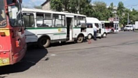 Пассажирка маршрутки, пострадавшая в ДТП в Воронеже, госпитализирована с кровоизлиянием в мозг