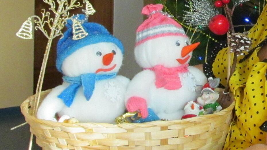 Жителям Боброва предложили сделать новогодние сувениры