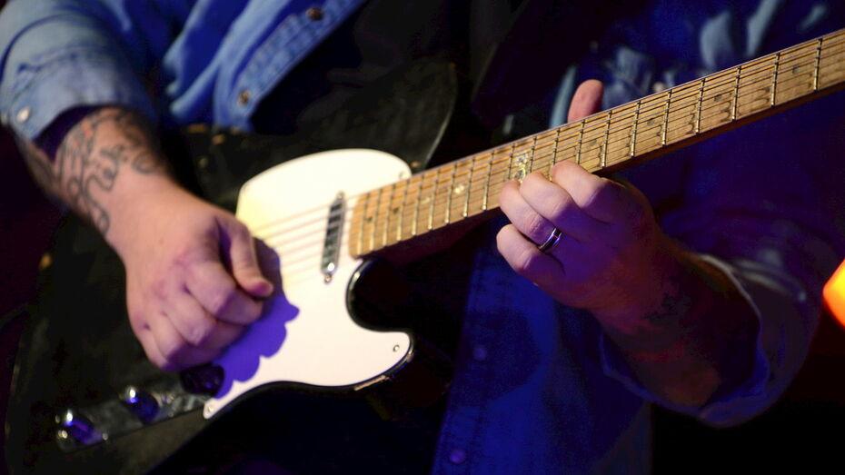 Воронежцев пригласили на «живой подкаст» о джазовых гитаристах
