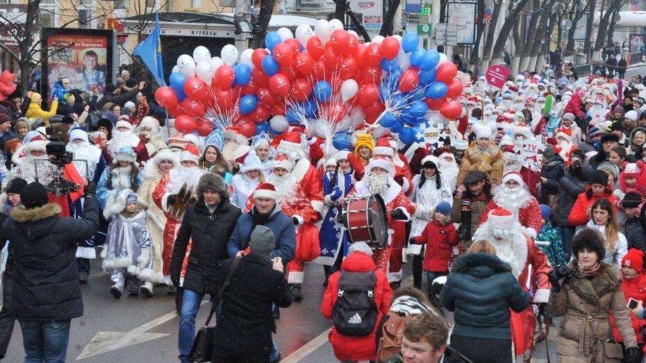 На парад Дедов Морозов в Воронеже вышли 340 сказочных персонажей