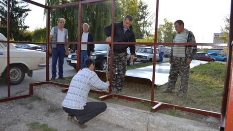 В Новоусманском районе по просьбам местных жителей устанавливают остановку
