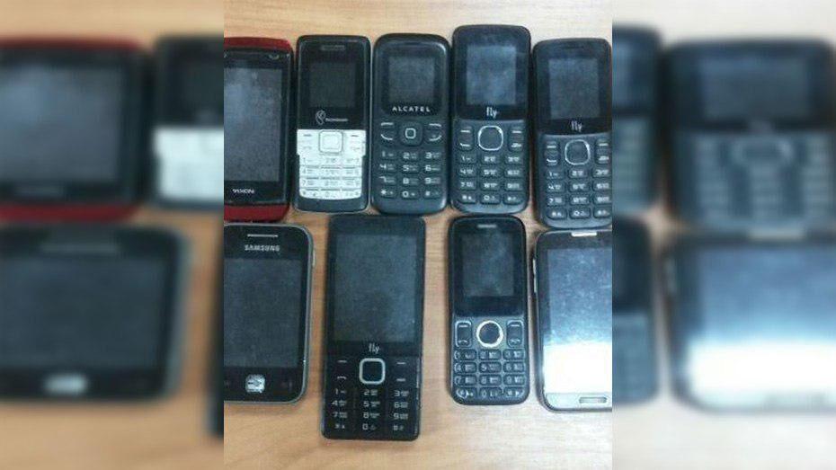 В Россоши 24-летний парень пытался перебросить в колонию 9 телефонов