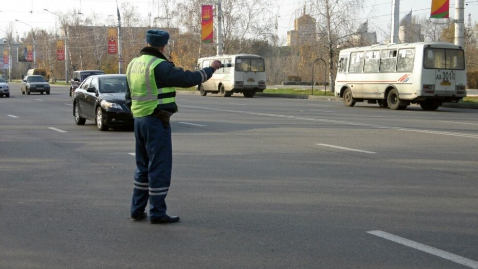 Воронежец оплатил 73 штрафа ГИБДД после ареста имущества