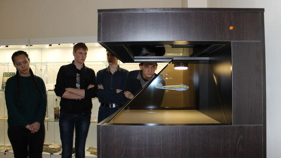 В школе Таловского района открыли краеведческий музей с голографической 3D-пирамидой