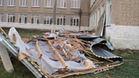В Таловском районе ураган сорвал крышу со спортзала