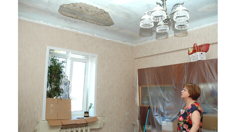 «Подрядчики не ожидали дождей». Как капремонт дома в центре Воронежа обернулся потопом