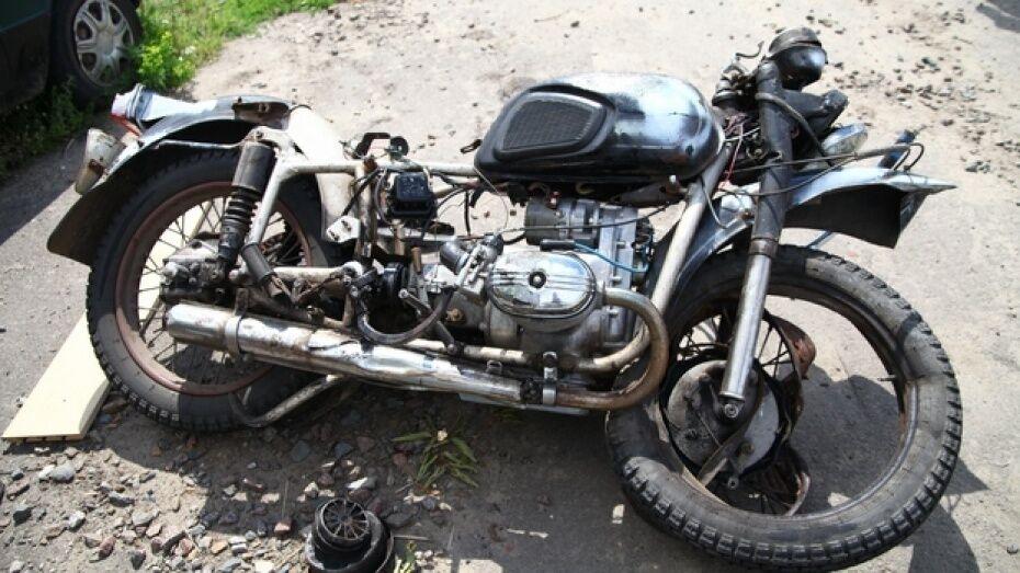 В ДТП под Воронежем пострадали мотоциклист и пассажир