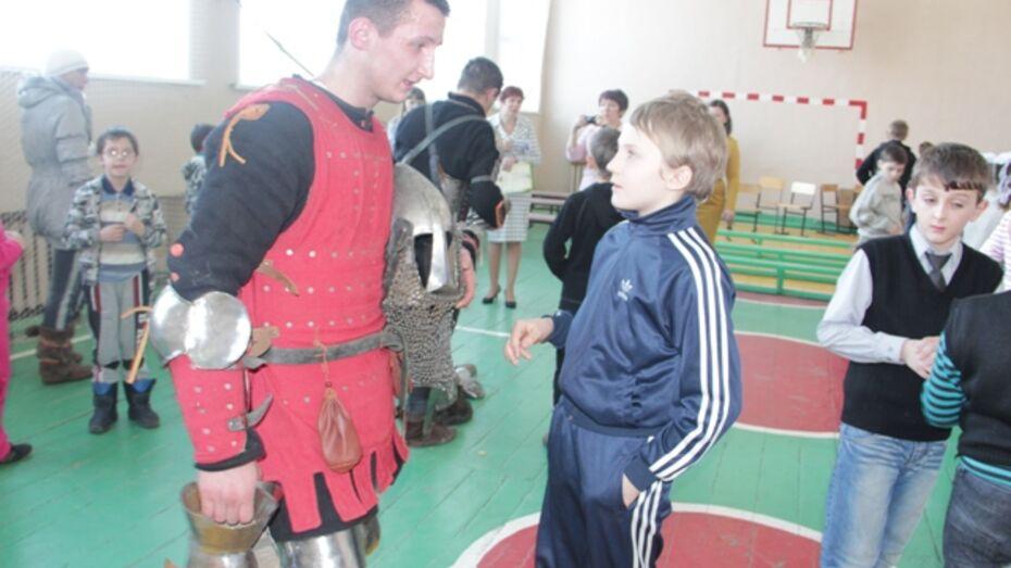 В Новоусманскую школу приехали рыцари