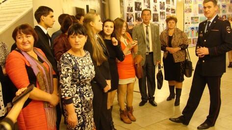 Семилукские школьники побывали на профессиональном празднике воронежских полицейских