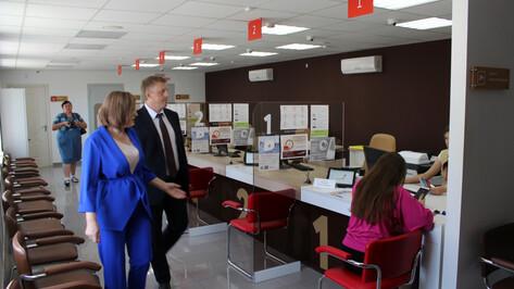 Руководитель облдепартамента цифрового развития посетил МФЦ в Нижнедевицком районе