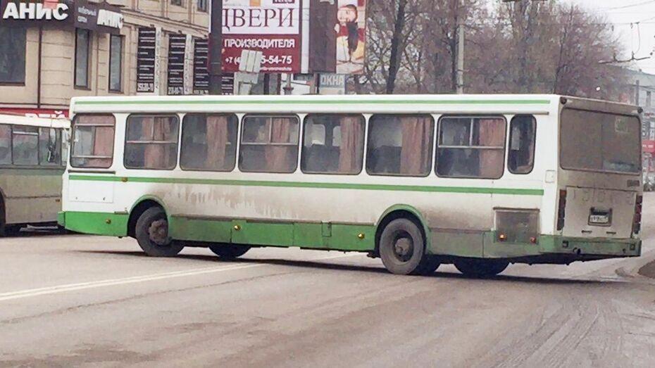 Водителей автобусов «Латная-Воронеж» обвинили в разворотах через 2 сплошные линии