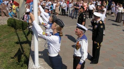 В Павловске в День ВМФ прошел парад маломерных судов